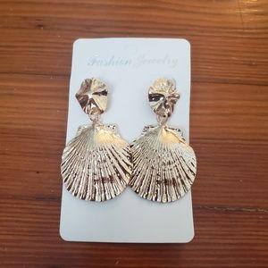 Gold seashell earrings NWT